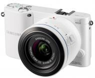 Цифровой фотоаппарат Samsung NX1000 + объектив 20-50mm White (EV-NX1000BFWUA)